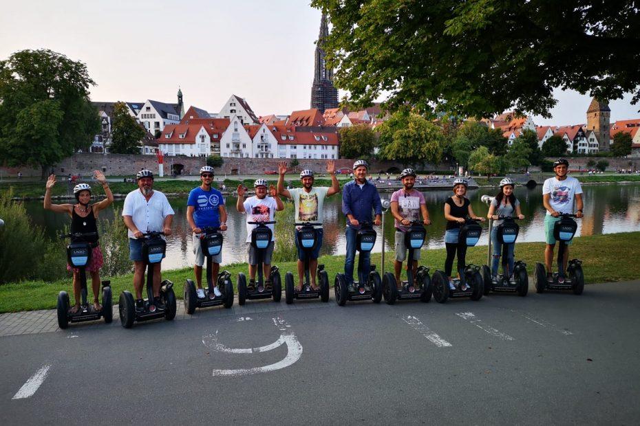 Segway Tour Ulm. Neu-Ulm. Der Blick auf das Ulmer Panorama mit Ulmer Münster, Metzgerturm, Ulmer Stadtmauer und Donau